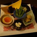 美酒美食 平田 - 料理は、\4000 のおまかせ懐石コース です。◆ 先附け。
