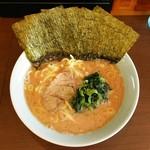 寿々喜家 - ラーメン700円麺硬め。海苔増し100円。