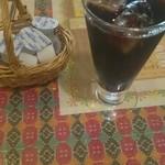 スンニマ - セットのコーヒー。大量のガムシロとフレッシュがついてくる