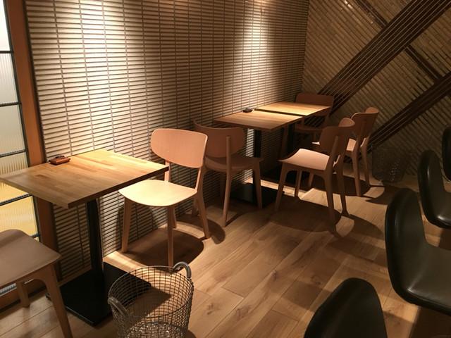 まつざか - 新しくテーブル席を導入