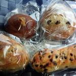 54694640 - ブリオッシュのクリームパン、ヴィエノワーズ・ショコラ、2種類のレーズンパン、パン・オ・ノア