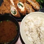 54696737 - 選べる定食@1480円 三元麦豚ロースカツ、イベリコメンチかつ、チキン梅しそ巻きかつ選択
