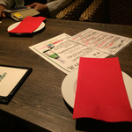 チキンプレイス ロティサリーズ - テーブル