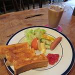 トンボロ - トースト、アイスカフェオレ