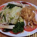 日華楼 - 3240円のコース(6品+デザート)で、6品に乾焼蝦仁(海老のチリソース煮)、麻婆豆腐、春捲を入れてもらう♪ 冷菜2種盛り合わせはさっぱりしてる☆彡