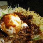 麻辣麺 雷伝 - 温泉玉子ののった麻辣麺