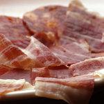 リックス - 切り立て!スペイン産イベリコ豚の生ハムとチョリソの盛り合せ