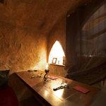 個室ダイニングBAR Mi:Lagro - 洞窟風個室の中はこんな感じ、カップルシートで密着デート