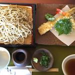 拓朗亭 - 上天ざる蕎麦   穴子と海老天が立派です。穴子は30センチくらいあります♪  蕎麦つゆと天つゆが別で提供 2540円