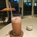 バウムクーヘン カフェ - アイスカフェラテ