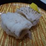 活魚廻転寿し 水天 - ◆「鱧の炙り(370円だったような)」・・梅肉は添えられず、お醤油でいただきます。 お味としては、普通。