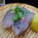 活魚廻転寿し 水天 - ◆鯵(370円)・・今の時期の「鯵」は美味しいですけれど、370円は高いような。