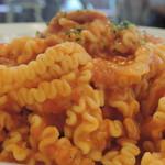 淡路町カフェ カプチェットロッソ - ツナと玉葱のトマトクリームパスタ
