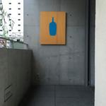 ブルーボトルコーヒー - 二階の入口のところ
