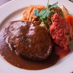洋食コノヨシ - 料理写真:グラタンコロッケ特製海老ソースとハンバーグ
