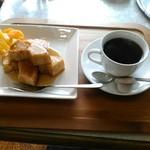 喫茶パープル - 料理写真:バームケーキセット