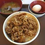 54720628 - 牛丼たまごセット、しじみ汁520円