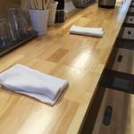 本町製麺所 阿倍野卸売工場 中華そば工房 - 清潔なカウンター席