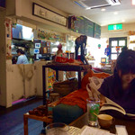 タビ カフェ - 店内風景(右手前は上の娘)。