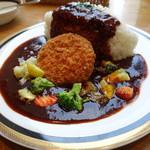 マルゼンカフェ - メンチカツと彩り野菜のせ早矢仕ライス、ライス大盛