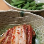 ひびの亭 - キムチと枝豆