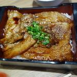 丼ぶり屋台 - 厚切りカルビ豚丼900円