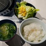54731032 - サラダ、味噌汁、ご飯