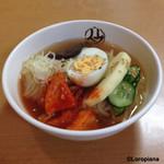 平壌冷麺食道園 - 始祖の味。盛岡冷麺のハーフサイズ