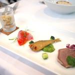 54733499 - 前菜 (大麦、イナダとトマトソース、フリット&キュウリソース、豚のタン&パセリソース)