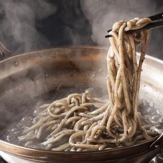 【もつ奨名物】〆の胡麻麺‼他では味わえない〆の一品です。