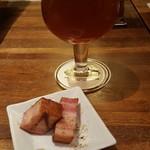 アサヒ クラフトマンシップブルワリー 東京 - お通しはベーコン。塩分少な目で美味