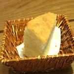 54742609 - パン。たぶんコーンのパン