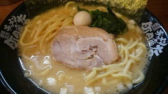 横浜家系ラーメン 四谷商店 - 豚骨醤油ラーメンアップ