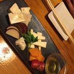 肉×個室 居酒屋 箱屋 - チーズ盛り合わせ