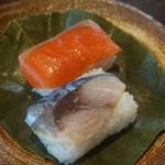 54747188 - 柿の葉寿司:鯖と鮭