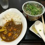 ヒダリマキ - サイゴンカレーとミニフォーセット 850円
