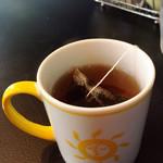 クレープリー・スタンド シャンデレール天王寺 - 季節の香りの紅茶 ペーシュ もも