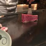 和黒 - 肉が焼かれる様子(ムービーから)