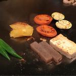 和黒 - 野菜焼き中