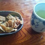 玄鹿 - 蕎麦あられと蕎麦茶