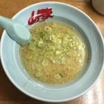 54754793 - つけ麺スープには別に豚骨スープも付いておりました。