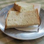 トラットリア ダ ゴイーノ - ランチのパン(3人分)