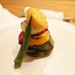 アラルデ - 前菜②夏の焼き野菜のミルフィーユ仕立て バスク産ピーマンのアイスクリーム