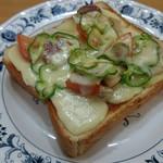 54761531 - ピザトースト。これも懐かしい一品です。サラダ付き。