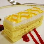 54762512 - マンゴームースのケーキ