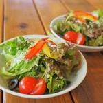 ピッツァ パラディッソ - セットのサラダ