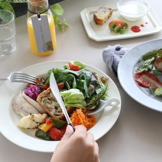 豪華な前菜つき週替わりランチ!