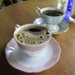 54764865 - 雑穀コーヒー(手前)、玄米コーヒー(奥)