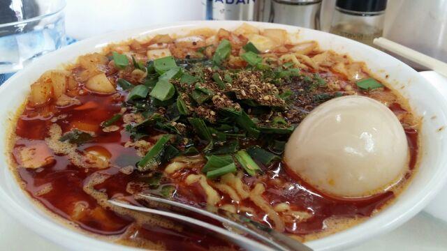 ビンギリ - 勝浦坦々麺に玉子