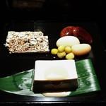 54767675 - 豆おこし、福豆、真葛羹(しんこかん)の和菓子三種盛り合わせ~♪(^o^)丿